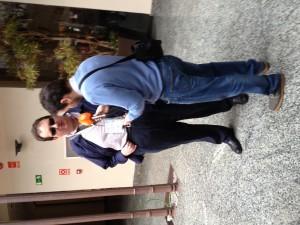 Fotografía de Jonathan Chacón siendo entrevistado por Javier Oliva para el programa Conectados de canal Sur radio