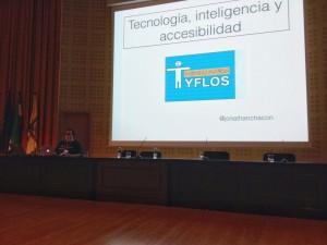 Jonathan Chacón al comienzo de su charla de tecnología, inteligencia y accesibilidad